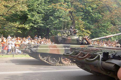 Kho tin: Phap san xuat dong co 'khung' cho xe tang T-72 - Anh 9