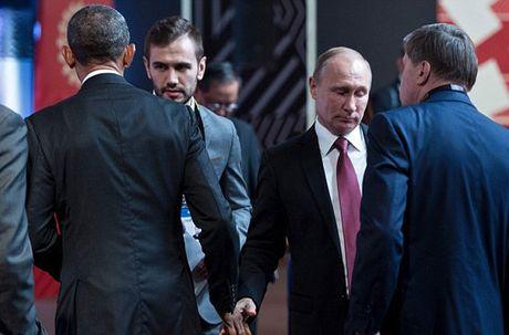 Tong thong Putin bat tay ho hung voi TT Obama tai APEC - Anh 1