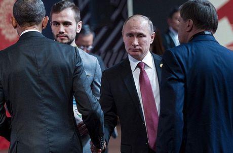 Tong thong Putin bat tay ho hung voi TT Obama tai APEC - Anh 3