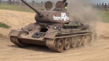 Hoang hon canh xe tang T-34-85 tac chien o Yemen - Anh 10