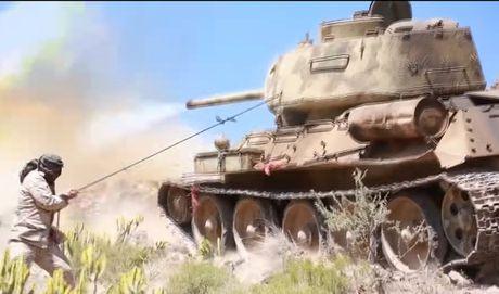 Hoang hon canh xe tang T-34-85 tac chien o Yemen - Anh 3