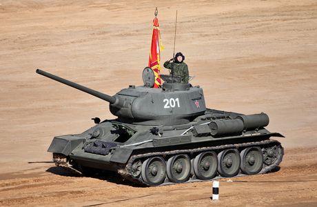 Hoang hon canh xe tang T-34-85 tac chien o Yemen - Anh 8