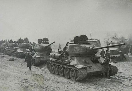 Hoang hon canh xe tang T-34-85 tac chien o Yemen - Anh 9
