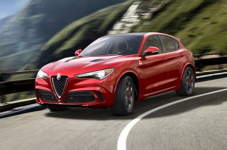 Crossover Alfa Romeo Stelvio tham vong 'dau' Mercedes GLC - Anh 1