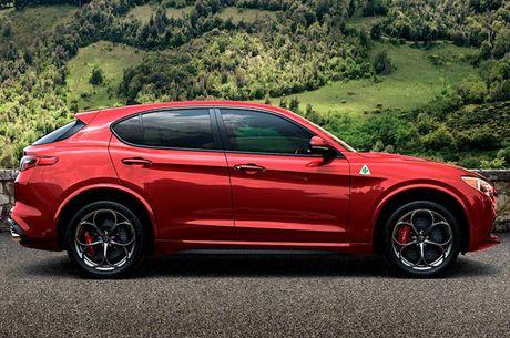 Crossover Alfa Romeo Stelvio tham vong 'dau' Mercedes GLC - Anh 2