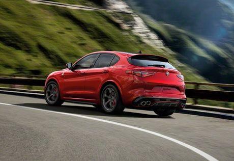 Crossover Alfa Romeo Stelvio tham vong 'dau' Mercedes GLC - Anh 3