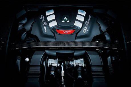 Crossover Alfa Romeo Stelvio tham vong 'dau' Mercedes GLC - Anh 5