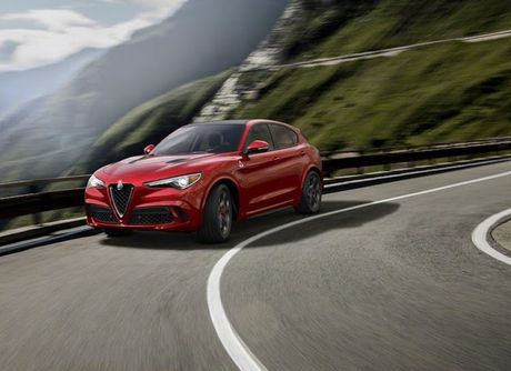 Crossover Alfa Romeo Stelvio tham vong 'dau' Mercedes GLC - Anh 7