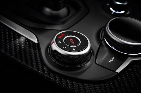 Crossover Alfa Romeo Stelvio tham vong 'dau' Mercedes GLC - Anh 8