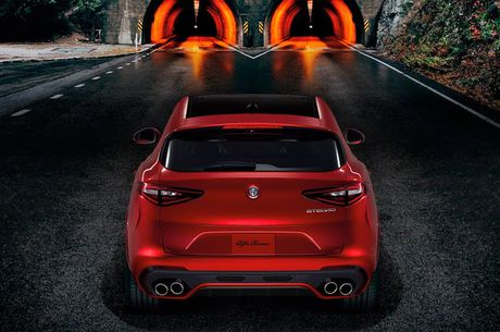 Crossover Alfa Romeo Stelvio tham vong 'dau' Mercedes GLC - Anh 9