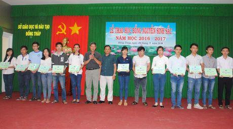 Trao 123 suat hoc bong Nguyen Sinh Sac cho sinh vien - Anh 1