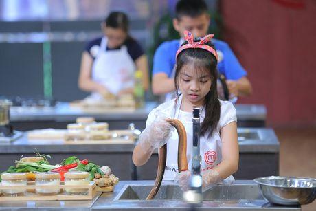 """Vua dau bep nhi: Tu tin voi mon sushi, """"cong chua tho"""" van bi loai - Anh 3"""