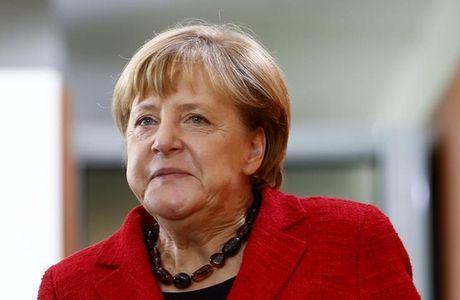 Ba Merkel tai tranh cu - Anh 1