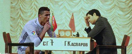 An mung kieu mannequin, Ronaldo bi fan che gieu - Anh 5