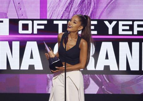 Ariana Grande chien thang American Music Awards - Anh 1