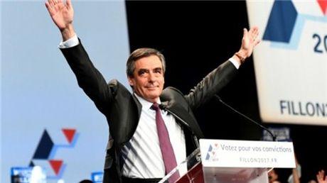 Cuu tong thong Sarkozy that bai trong tranh cu so bo - Anh 1