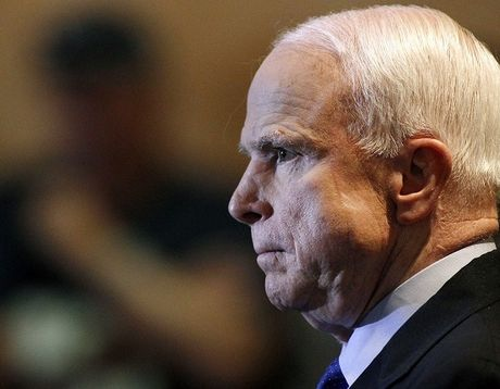 Thuong nghi si John McCain canh bao ong Trump hau toa - Anh 1