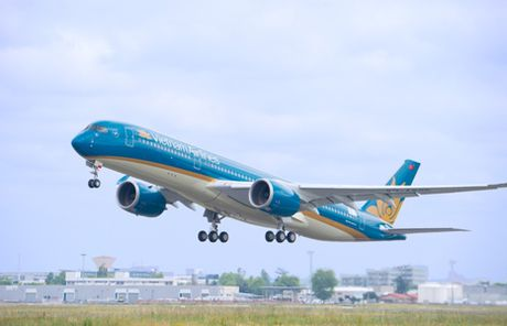 """Du lich cuoi nam, hang tram qua tang"" voi Vietnam Airlines - Anh 1"