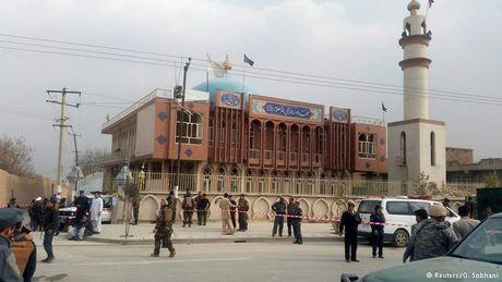 Bom lieu chet no dam mau trong nha tho o Kabul - Anh 1