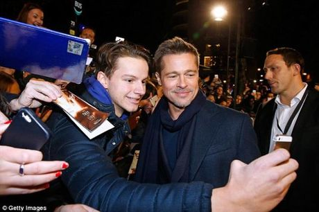Ve dep sang chanh cua Brad Pitt sau scandal ly hon - Anh 3