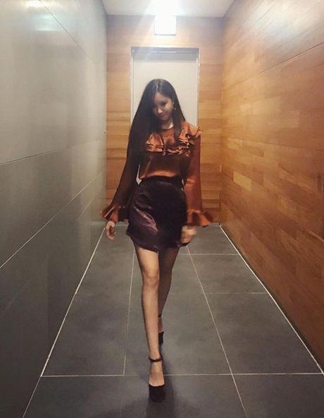 Sao Han 21/11: Na Eun khoe chan thang tap, SinB het ve lanh lung 'kho o' - Anh 2