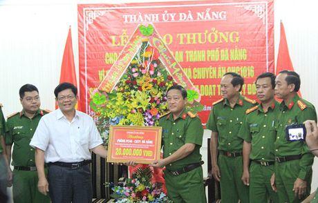Khen thuong vu bat hacker gia danh tren facebook chiem doat 2,1 ty - Anh 1
