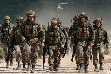 NATO dua 4.000 quan tap tran sat bien gioi Nga - Anh 1