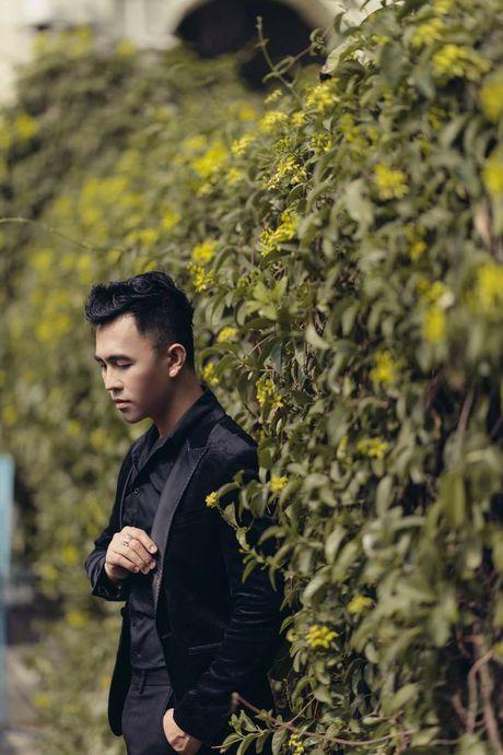 Tony Nguyen the hien dang cap voi gam den huyen bi - Anh 1