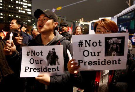 Be boi Choigate: Phe doi lap no luc nham phe truat Tong thong Park Geun-hye - Anh 2