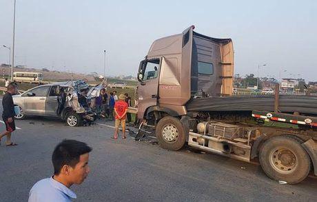 Vu lui xe lam 10 nguoi thuong vong: Cho hop den xac dinh toc do xe container - Anh 1
