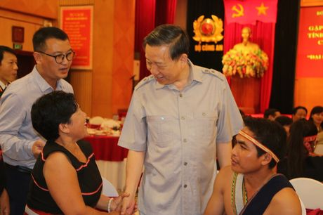 Bo Cong an gap mat than mat DBQH va nghe nhan cac tinh Tay Nguyen - Anh 4