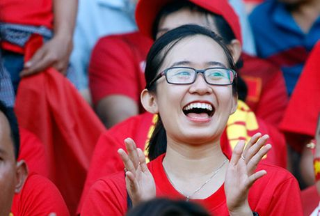 Fan nu xinh co vu het minh cho Cong Vinh va DT Viet Nam - Anh 6