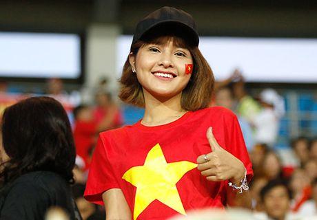 Fan nu xinh co vu het minh cho Cong Vinh va DT Viet Nam - Anh 8