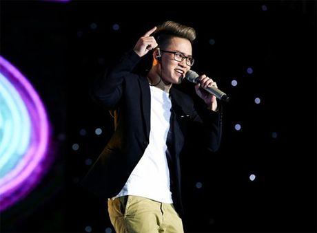 Chan dung chang trai chuyen gioi 'gay bao' tai Sing My Song tap 1 - Anh 2