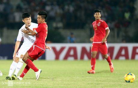 Nhung pha da ran cua Myanmar voi cau thu Viet Nam - Anh 4
