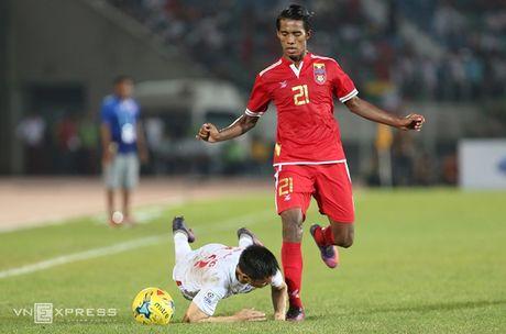 Nhung pha da ran cua Myanmar voi cau thu Viet Nam - Anh 7