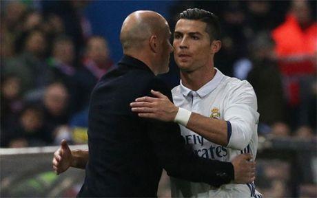 Zidane: 'Cu hat-trick cua Ronaldo da cham dut cuoc tranh luan ve Qua bong Vang' - Anh 1