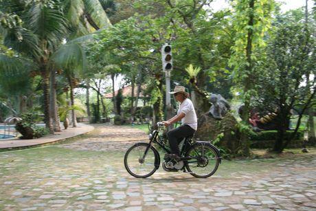 Den cu lao Phuoc Thien ngam xe co doc la - Anh 3
