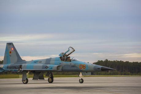 Noi dung F-5 dao tao khong chien cho phi cong F-35 My - Anh 4