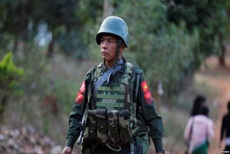 Trung Quoc bao dong quan doi sat bien gioi Myanmar - Anh 1