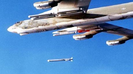 Phuong Tay khiep so sieu ten lua Kh-101 cua 'ong lao' Tu-95MS - Anh 2