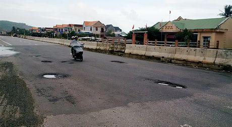 Quang Ngai: QL1A vua lam xong da day dac o voi, o ga - Anh 10