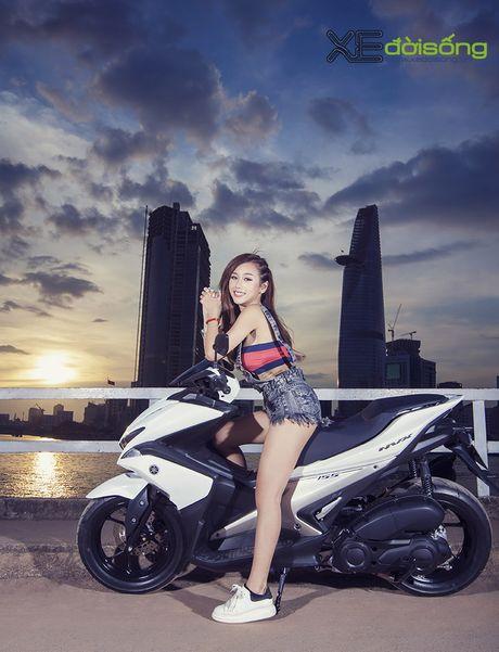 Hotgirl DJ Quynh Nhi dep hut hon ben Yamaha NVX 155 - Anh 10