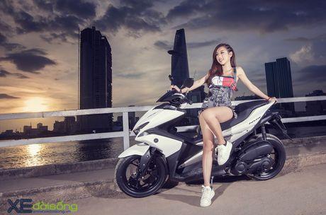 Hotgirl DJ Quynh Nhi dep hut hon ben Yamaha NVX 155 - Anh 1