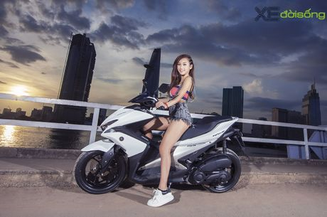 Hotgirl DJ Quynh Nhi dep hut hon ben Yamaha NVX 155 - Anh 3
