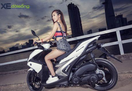 Hotgirl DJ Quynh Nhi dep hut hon ben Yamaha NVX 155 - Anh 5