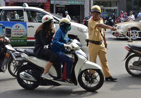 CSGT khong duoc vo co dung xe xac minh xe chinh chu - Anh 2