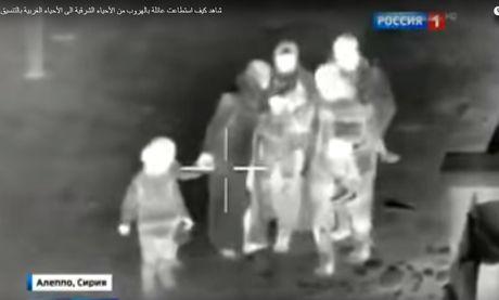 Chien su Aleppo: Linh thuy danh bo Nga va dac nhiem Syria giai cuu con tin (video) - Anh 1