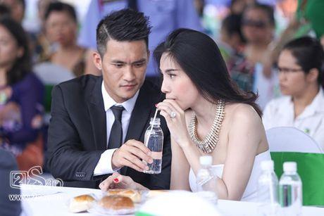 Nhung ba vo trong showbiz Viet duoc chong cung chieu nhu ba hoang - Anh 8