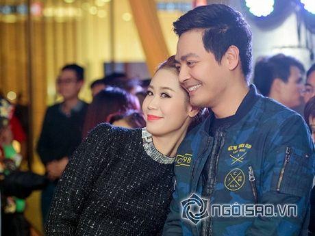 Vo Phan Anh chac han se noi ghen khi thay chong 'tinh tu' voi nhung bong hong nay? - Anh 10